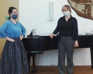 Lektorka Lenka Pašková Špeciánová s tanečnicí
